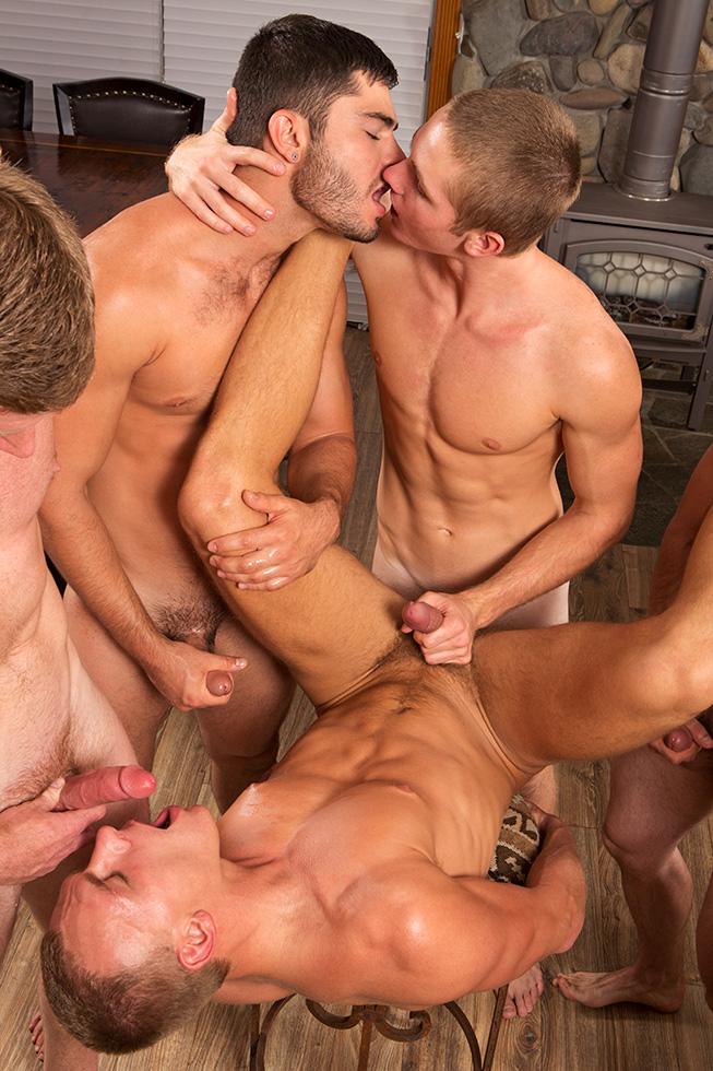 платные мужчины геи совокупляются с геями
