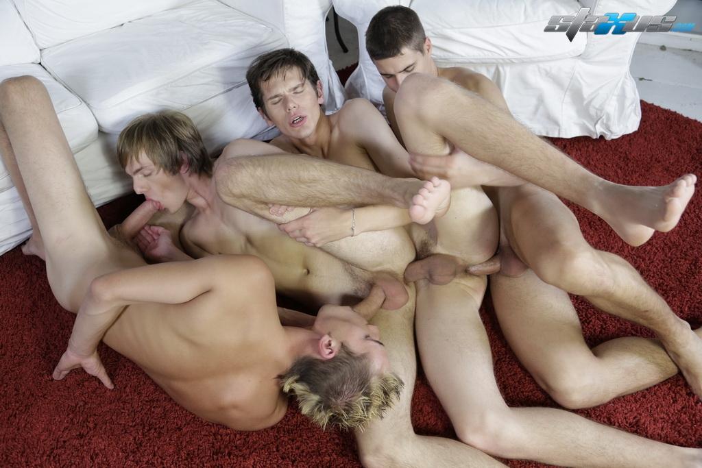 Геи Втроем Домашнее Порно