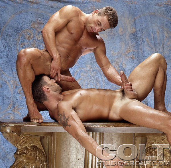 from Roy muscle men gay hunks kissing