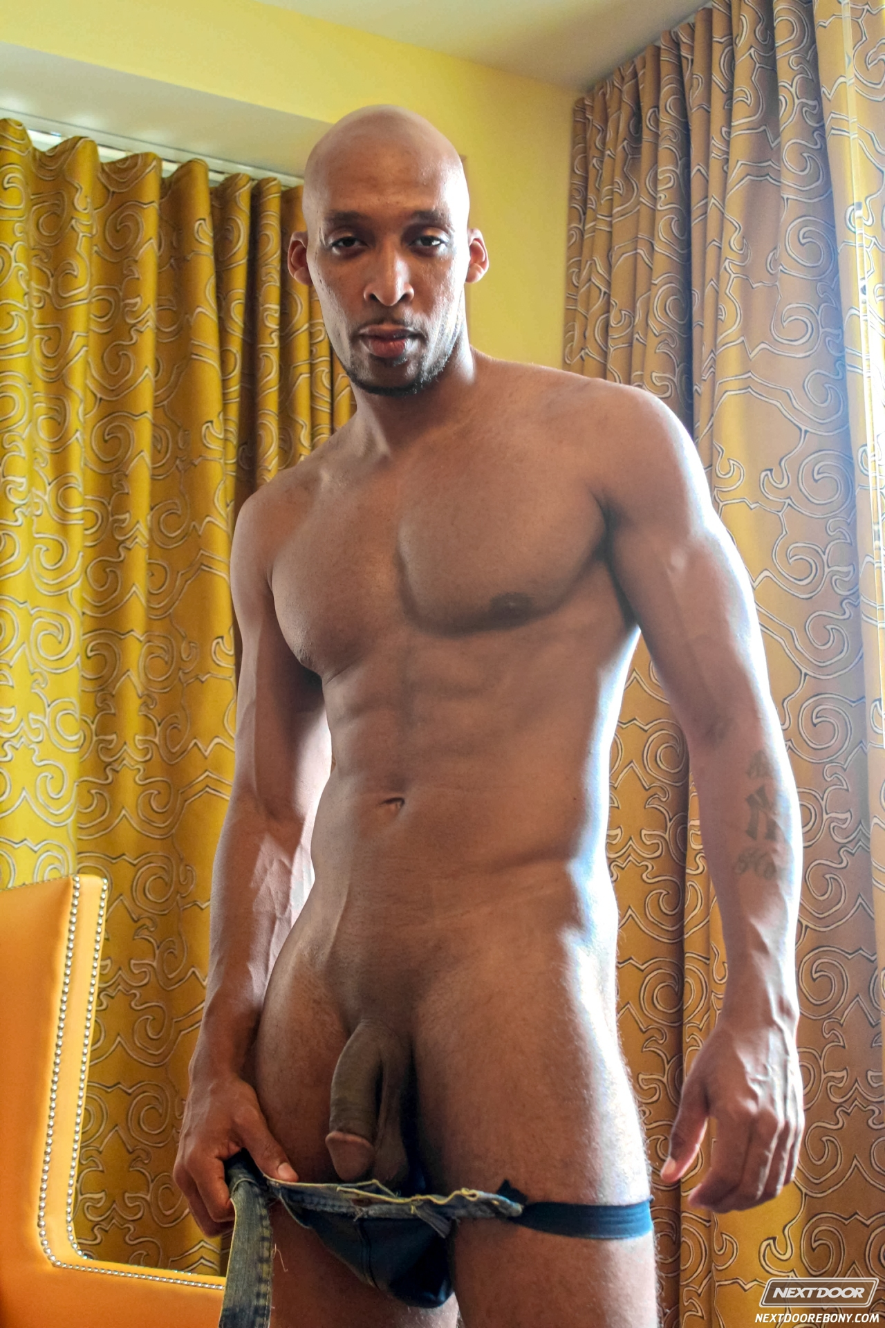 golie-muskulistie-negri